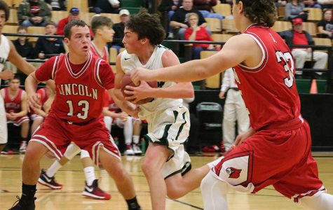 Boys basketball team learns from teams in tournament