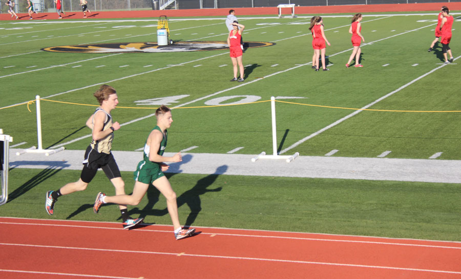 Junior+long+distance+runner+Dallas+Larsen+runs+down+a+straight+during+a+meet%0Aat+Versailles.+Larsen+took+first+place+in+the+two+mile+and+second+in+the+one%0Amile.
