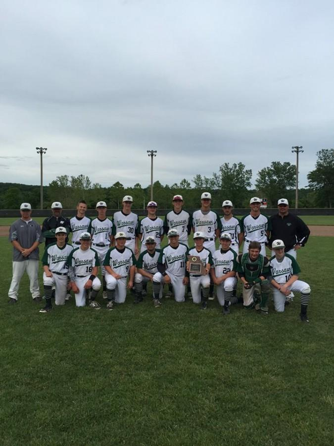 The+baseball+team+poses+for+a+picture+with+the+district+championship+plaque.+The+boys+defeated+Holden+to+become+the+Class+3+district+champions.