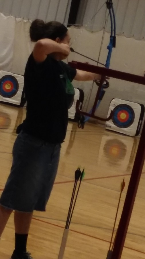 Freshmen+Allison+Thomas+draws+her+bow+back+at+practice.+Thomas+enjoys+archery+and+even+qualified+as+an+individual+for+state+last+year.+%E2%80%9CI+qualified+for+state+as+an+individual+with+a+score+of+278+out+of+300%2C%E2%80%9D+Thomas+said.%0A