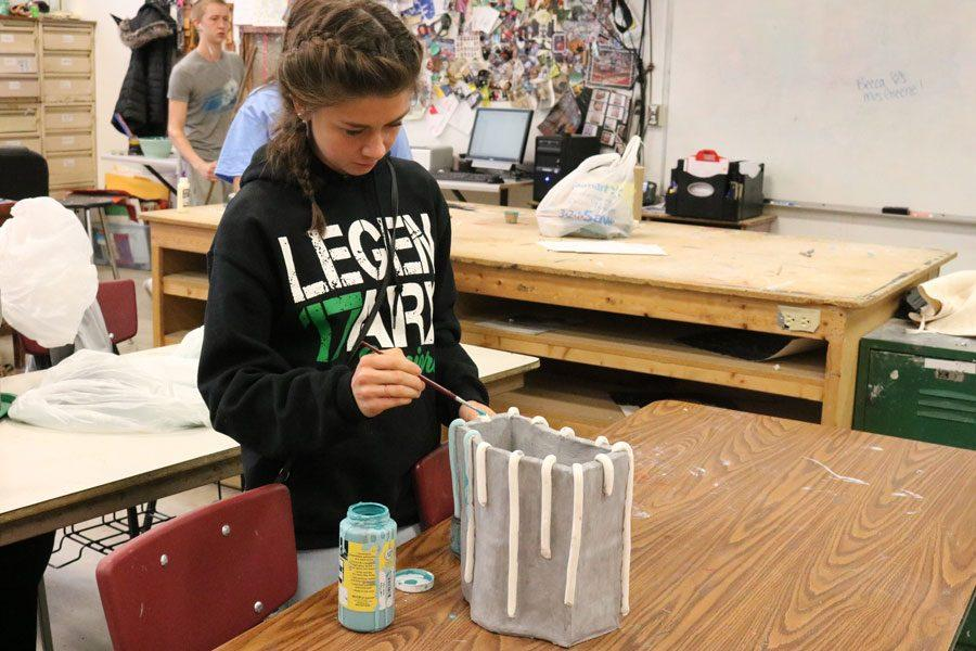 Senior Ashlee Kuykendall works on her pottery project in her pottery and sculpture class. Kuykendall was the artist nominated for artist corner this month.