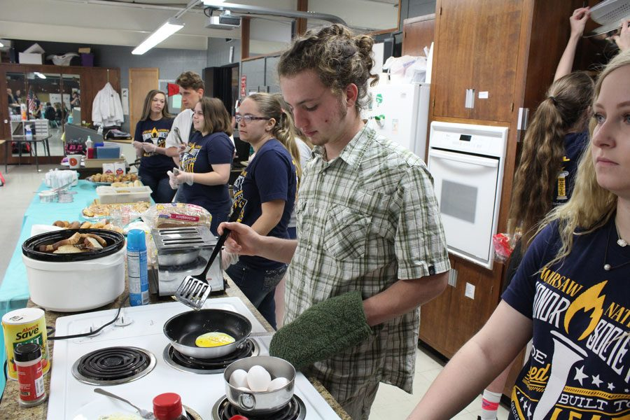 Senior+Noah+Long+cooks+fried+eggs+for+the+teacher+breakfast+held+on+Thursday%2C+April+13.+Long+was+making+fried+eggs+to+order.