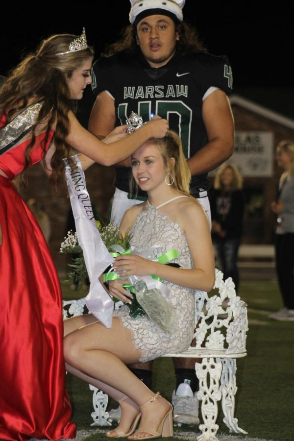 2017+Homecoming+queen+Hannah+Chapman+crowns+senior+Jessie+Glenn%2C+the+new+2018+queen%2C+alongside+2018+king+senior+Eli+Hawkins.+The+coronation+ceremony+was+held+during+halftime+on+Sept.+28.+