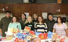 Student organizations partner with local business for Thanksgiving food drive